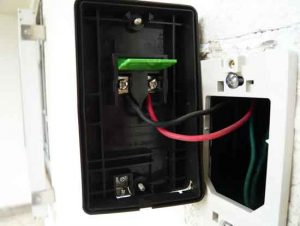 押釦に電線を接続