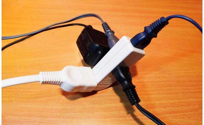 タコ足配線の電源タップ