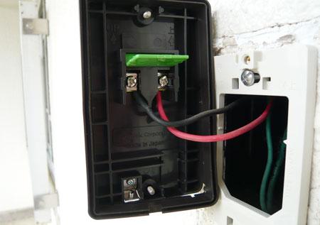 押ボタンに電線を接続